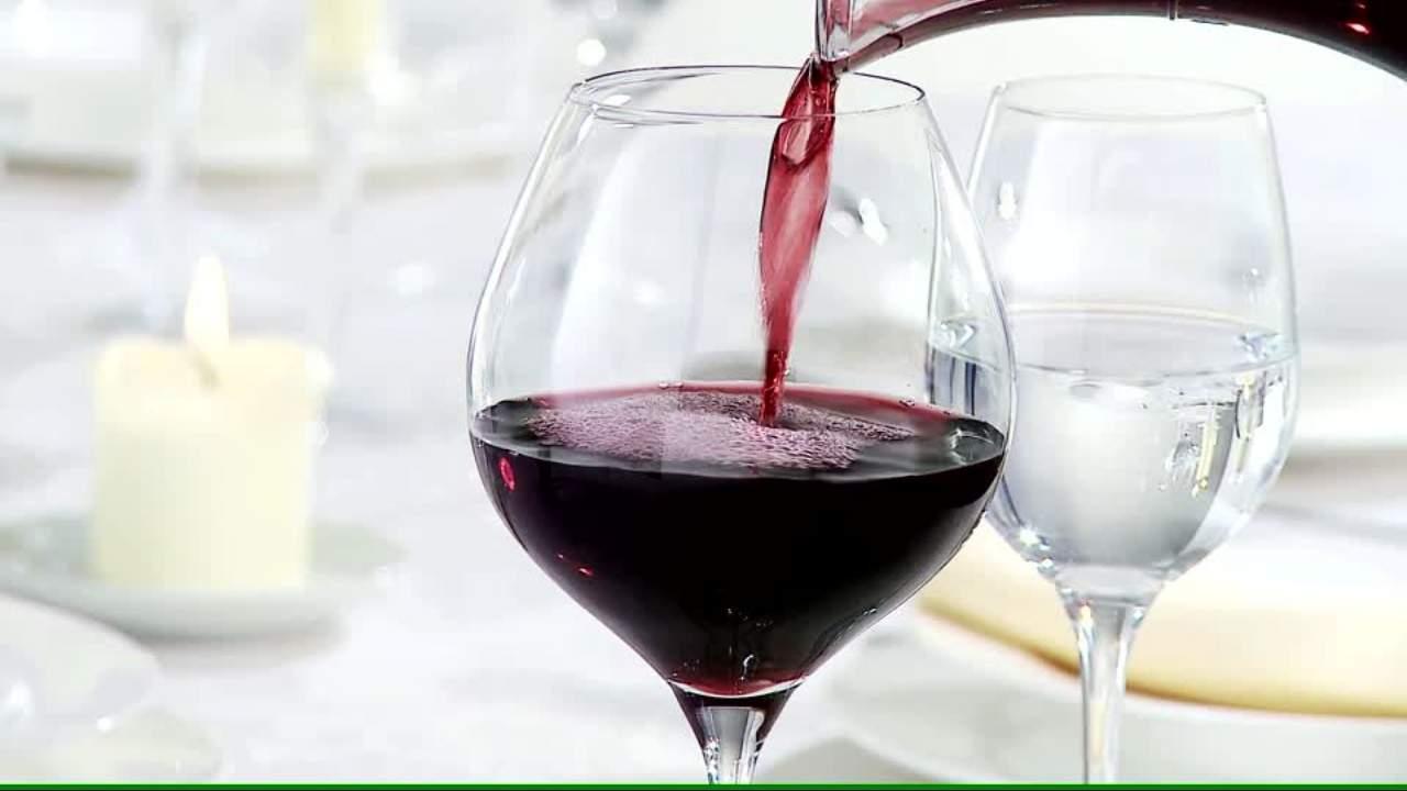 verser dans vin rouge